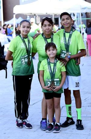 20112019 Graciela, Arely, Rafael y Luz Victoria.