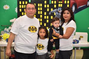 20112019 DIVERTIDA BATIFIESTA.  El pequeño Mateo cumplió un año de vida, lo acompañaron en su celebración Heriberto, María y Sandra.