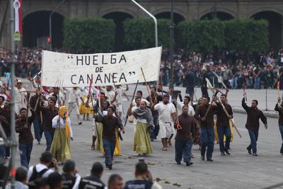 Durante esta representación se ha destacado la participación de algunos de los personajes históricos que ha promovido el gobierno de Andrés Manuel López Obrador: Miguel Hidalgo, Benito Juárez, Francisco I. Madero y Lázaro Cárdenas.