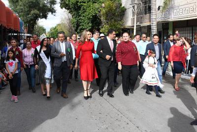 Alcalde al frente. El alcalde Homero Martínez Cabrera fue quien encabezó el desfile revolucionario y expresó que 'hoy en día, en el país tenemos mucho que festejar, después de la Revolución tenemos una libre expresión'.
