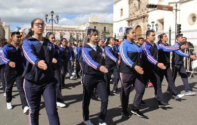 Luego de los honores a la bandera, autoridades civiles y militares, junto con un buen número de ciudadanos fueron testigos de la exhibición de estudiantes, instituciones de seguridad, culturales y deportivas.