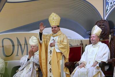 En entrevista previa a la eucaristía, Armendáriz Jiménez destacó la confianza que el Papa Francisco depositó en él, al encomendarle la tarea de pastorear esta Arquidiócesis que comprende 23 municipios del estado de Durango y ocho de Zacatecas.