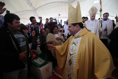 También se hizo presente José Antonio Fernández Hurtado, quien anteriormente fue Arzobispo de Durango y que hoy funge como Arzobispo en Tlalnepantla.