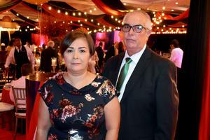 22112019 GOZAN DE EVENTO MéDICO.  Rosy y José Luis.