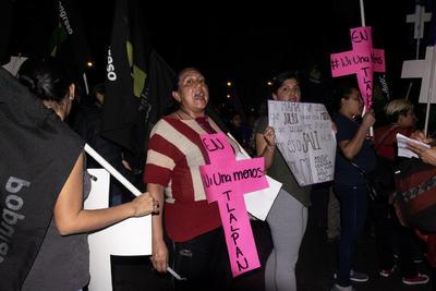 De manera voluntaria participaron 2 mil servidoras públicas que implementaron un muro de contención, para evitar que el ala radical agrediera a terceras personas; además, se desplegaron 2 mil 516 mujeres policías adscritas al agrupamiento Atenea de la SSC.