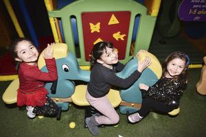 Ariela,Ximena y Camila.