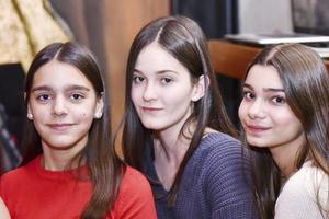 Ana, Marina y Ana.