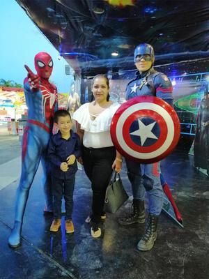 28112019 Alejandra de paseo con su hijo Paquito.