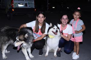 28112019 EVENTO CANINO.  Carolina, Sofía, Sara y sus mascotas, Loky y Morgan.