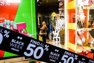 Tiendas internacionales ofrecieron sus productos.