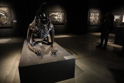 Lo que se busca es colocar a Giger en el lugar que le corresponde en el arte contemporáneo, señalaron los presentadores.