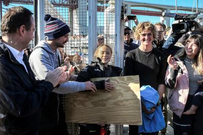 'No dejen de luchar por su futuro', pidió la sueca a quienes la recibieron.