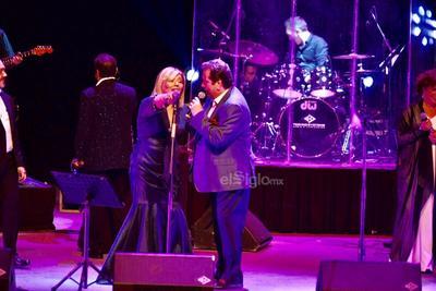 Seis músicos aparecieron en el escenario y con ellos, Jorge 'Coque' Muñiz, quien hace unos meses estuvo en el Lerdantino.