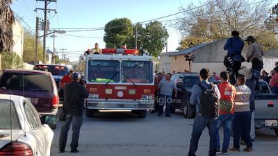 Lo colocaron en una máquina de bomberos y en ella fue trasladado al panteón municipal.