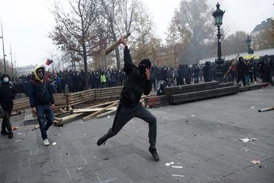 Manifestantes violentos participaron en el acto.