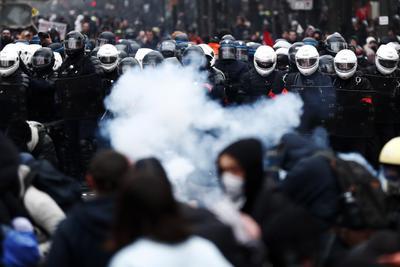 En distintas ciudades de Francia hay marchas sindicales.
