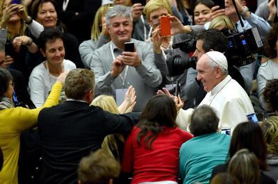 El Papa Francisco estuvo en la ceremonia y saludó a los asistentes.