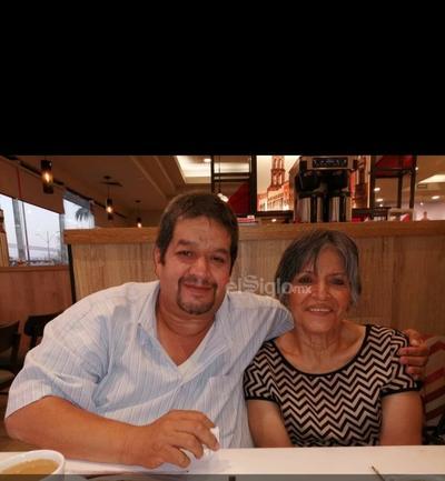 Rafael con su mamá Silvia Lugo.