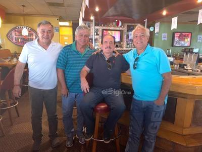 Ismael, Carlos, Rubén y Toño. Entre amigos.