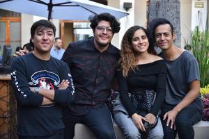 03122019 ENTRE AMIGOS.  Óscar, Carlos, Salma y Gilberto.