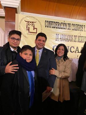 01122019 Al recibir el nombramiento estuvo acompañado por su esposa, María Teresa, y sus hijos, Juan Rafael y Máximo Alejandro.