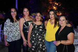 04122019 UN CUMPLE MUY RELAJADO.  Ana Camila Martínez disfrutó de la compañía de todas sus amigas el día de su fiesta de cumpleaños.