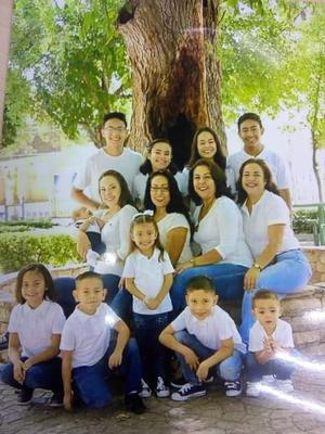 01122019 POSAN PARA LA CáMARA.  Familia Jurado Orozco.