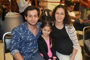 05122019 EN FAMILIA.  Roberto, Lía y Andrea.