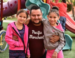 04122019 Azul, Zoé y Christian Villa.