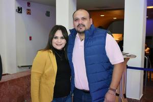 03122019 EN EL TEATRO.  Diana y Francisco.