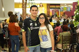 04122019 Hank Rosales y Gabriela Cisneros.