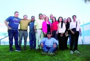 08122019 DISFRUTAN DE REENCUENTRO.  Luego de varias décadas, exalumnos del grupo F, generación 74-77 de la Secundaria Ricardo Flores Magón de Cd. Lerdo, se reunieron para celebrar la vida y brindar por la amistad duradera.