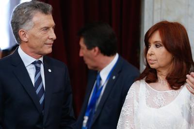 Alberto Fernández juró el cargo de jefe de Estado.