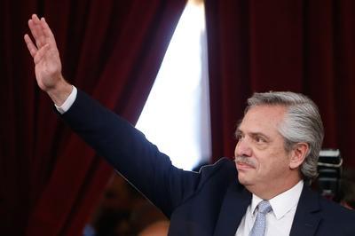 Juró el cargo ante la titular saliente del Senado, Gabriela Michetti.