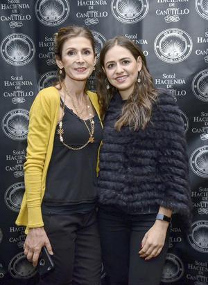 Tania y Miriam J. Juan.