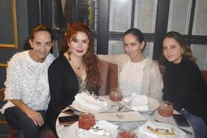 Leticia, Aurora, Caro y Lalit