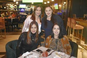Lorena, Cristina, Patricia y Tony