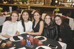 Marianne, Mariel, Ana Cecy, Valeria y Mary Jose