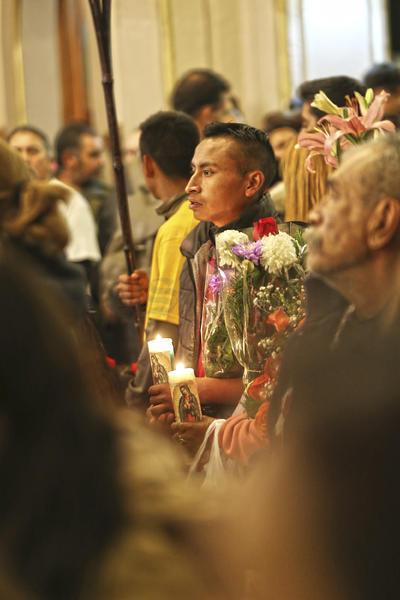 Año con año acuden a rezar y danzar en honor a la patrona de México.