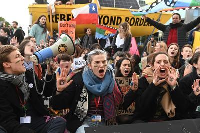 Protestaron en la Cumbre del Clima, que se realiza en Madrid.