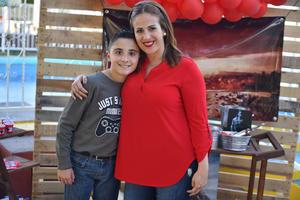 12122019 DISFRUTAN DE FIESTA DE CUMPLEAñOS.  Mario Alberto con su mamá Gaby.