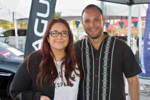 13122019 ASISTEN A EVENTO DE AUTOS.  Sandra y Uriel.