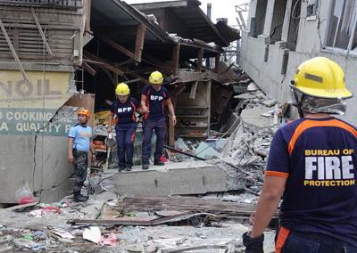 Cuerpos de rescate trabajan en la zona.