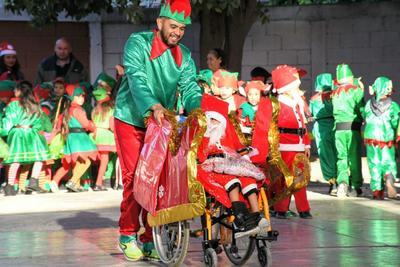 El pequeño Mario Daniel se convierte en Santa por un día