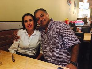 19122019 Mary González y Mario Alberto cumplieron 30 años de feliz matrimonio.