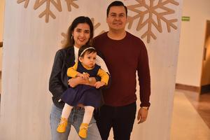 21122019 DISFRUTAN DE CONCIERTO NAVIDEñO.  Isidro, Marcela, Alexia y Victoria.