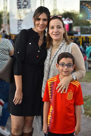 21122019 Cristy, Gaby y Juan Pablo.