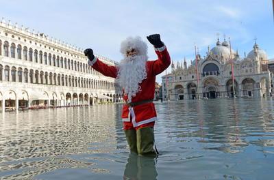 Venecia sigue afrontando inundaciones.