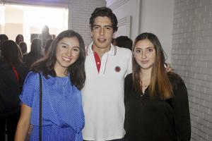 Paulina, Mauricio y Regina