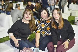 Claudia, Emma y Camila